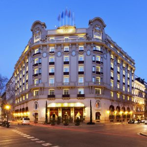 el-palace-hotel-barcelona-5-stars-grand-luxury-entrance-601